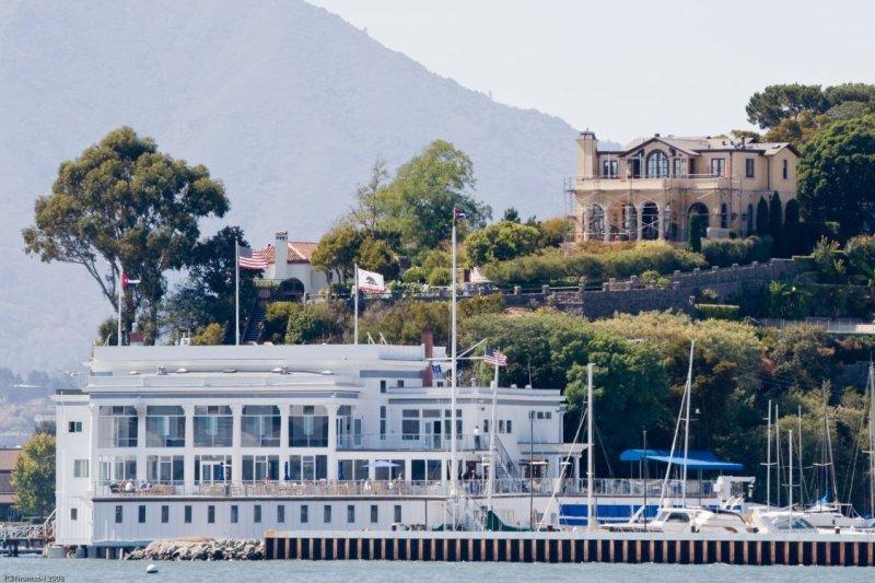 c2835 Corinthian Yacht Club