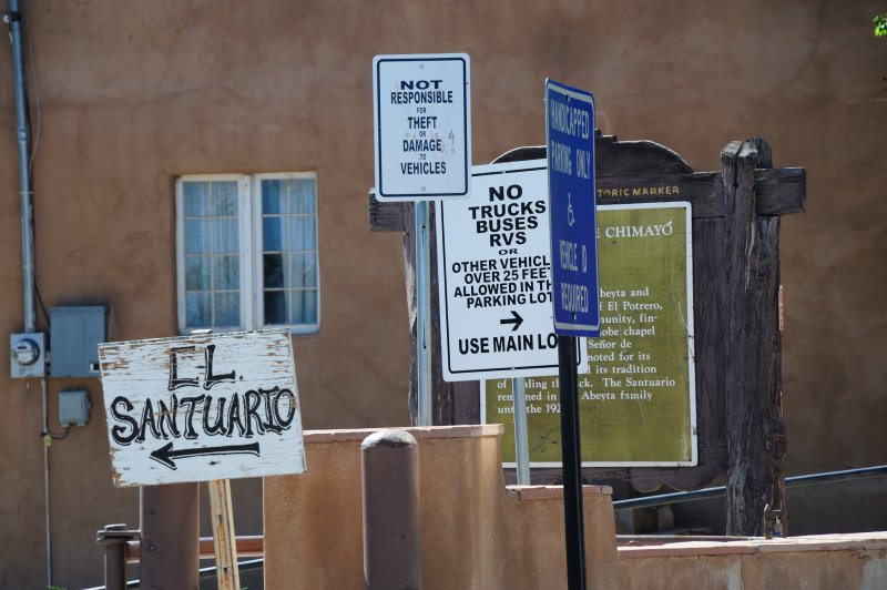 Sanctuario Signs
