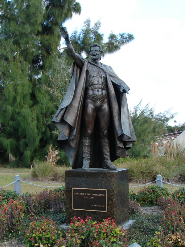 Gunther Gebel Williams statue