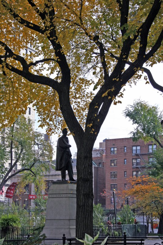 Park View - Lincoln Statue