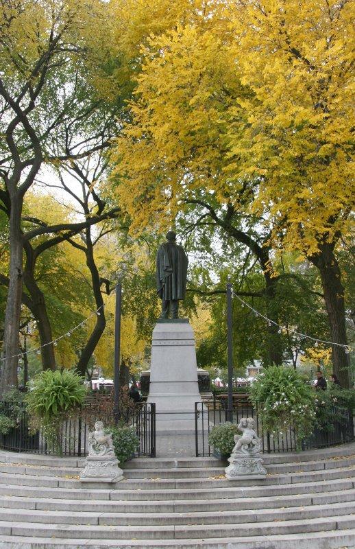 Park View - Lincoln Statue