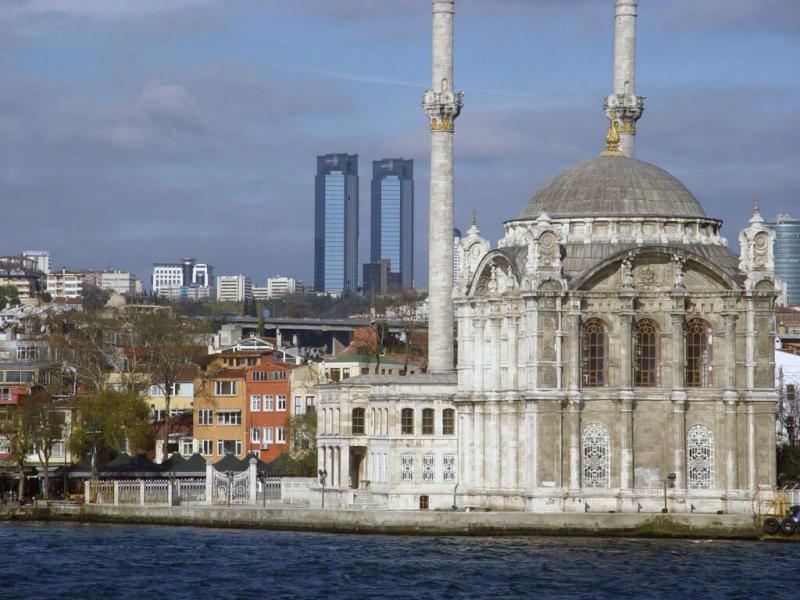 Istanbul Ortaköy Mosque along Bosporus 2003 12 10
