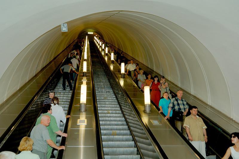 Moscow Metro Escalator.jpg
