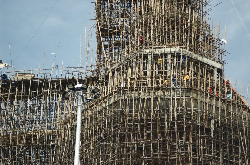 Building a Temple (Wat Nimit)