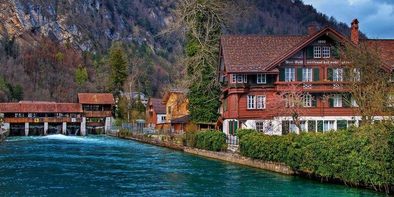 River and sluice, Interlaken (2333)