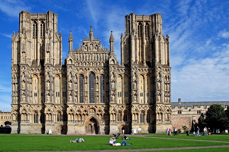 Blue sky over Wells Cathedral (3007)