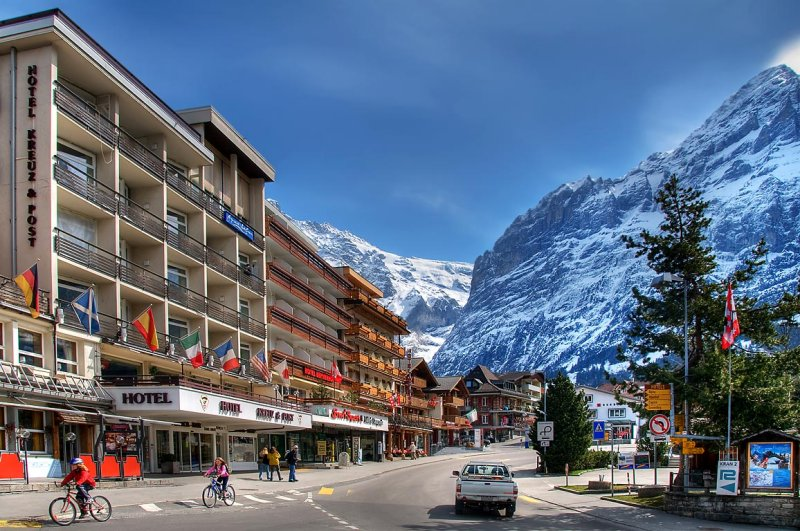 The main street in Grindelwald (2964)