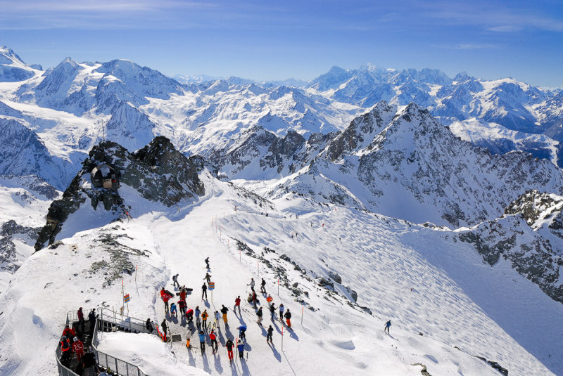 Skiers on Mont Fort
