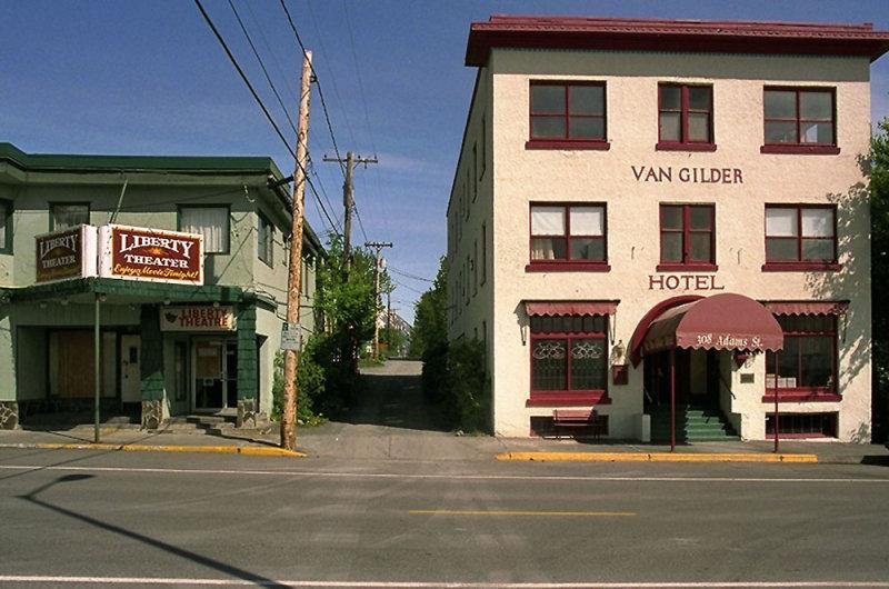 Van Gilder Hotel