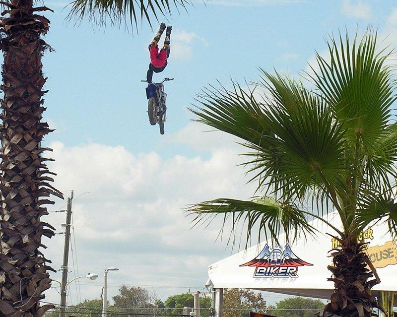 Crazy Stunt! Main St.