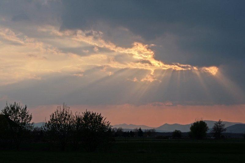 et soudain le ciel sassombrit...