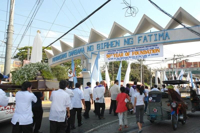 The procession from the former parish site of GAMI on the way to its present site at the end of Fatima Avenue
