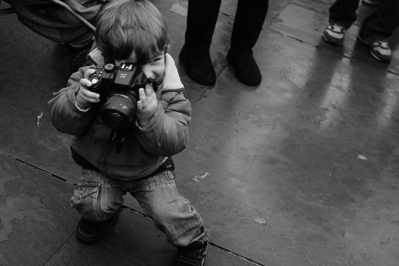 toddler : a photographer