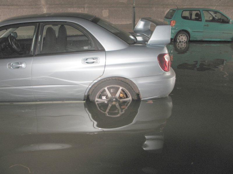 Some quite nice cars are getting flooded.
