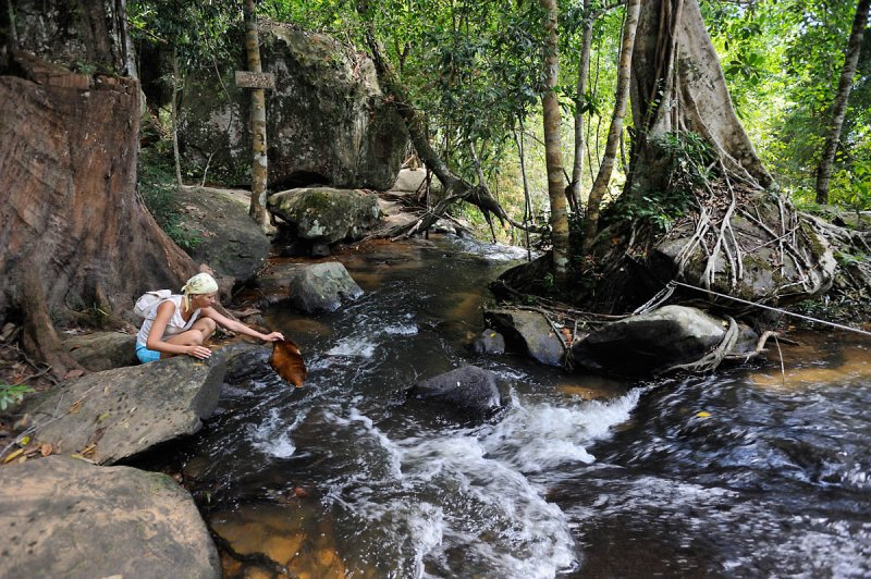 Cambodia. Kbal Spean. A river of 1000 lingas