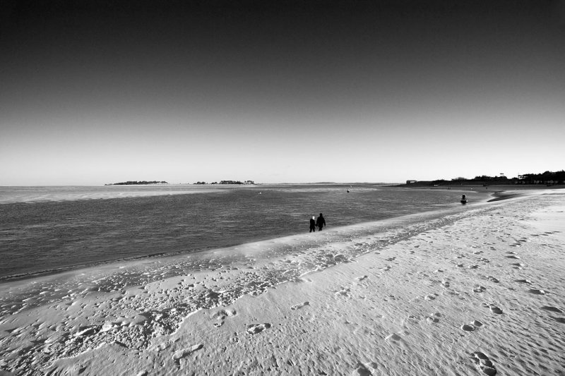 Beach Walk Mono