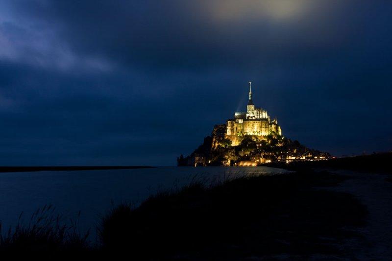 Le Mont Saint-Michel at night