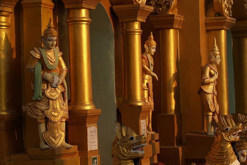 025 - Sunset, Swedagon pagoda