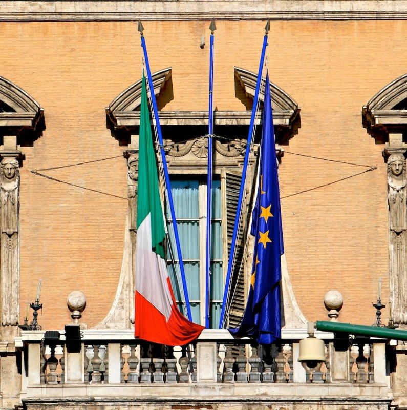 In EU integrated Italian window (half-closed)