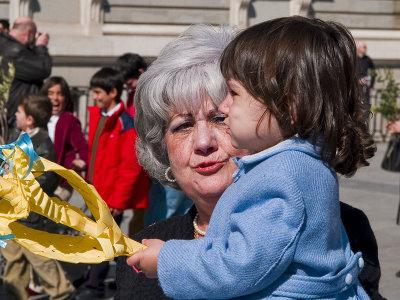 Con la abuela a la iglesia / With Grandma to the church