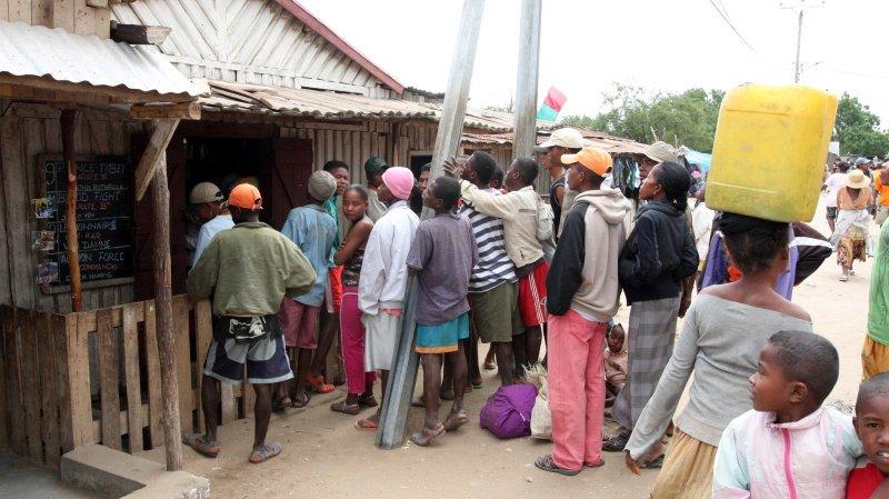 ANTANDROY VILLAGE - BERENTY VILLAGE MADAGASCAR - MARKET DAY (7).JPG