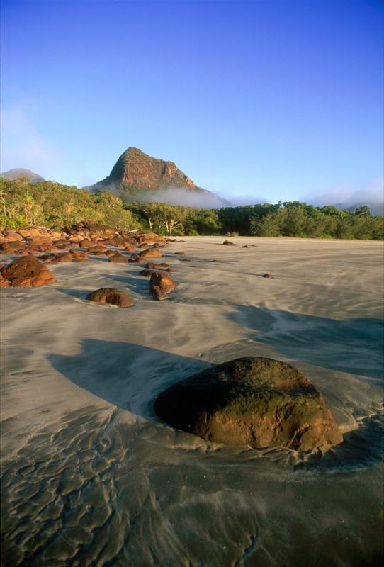 Nina Peak from Nina Bay beach, early morning u003301