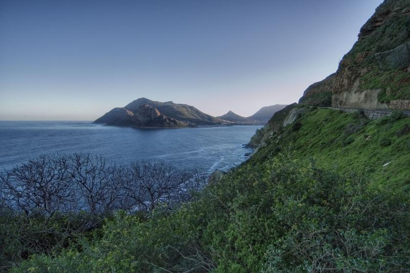 Hout Bay and Hangberg from Chapmans Peak overlook _DSC0168