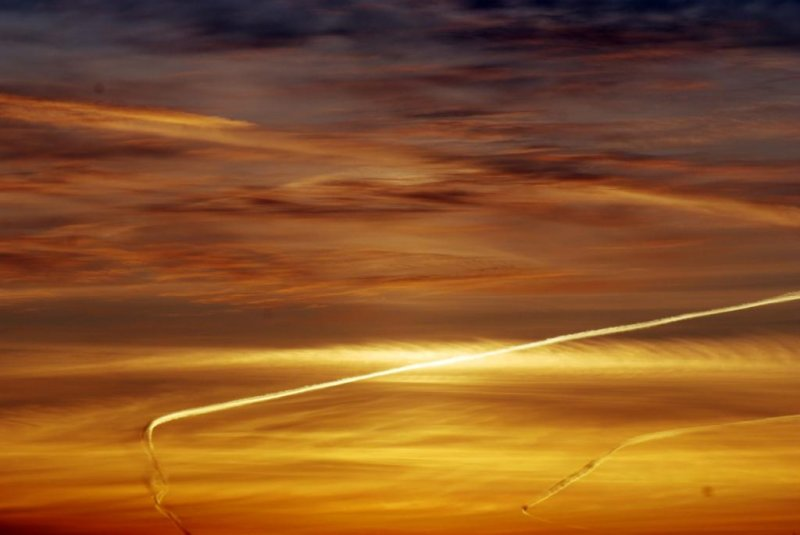 Sunset and vapour trails 01- March 16-2010.jpg