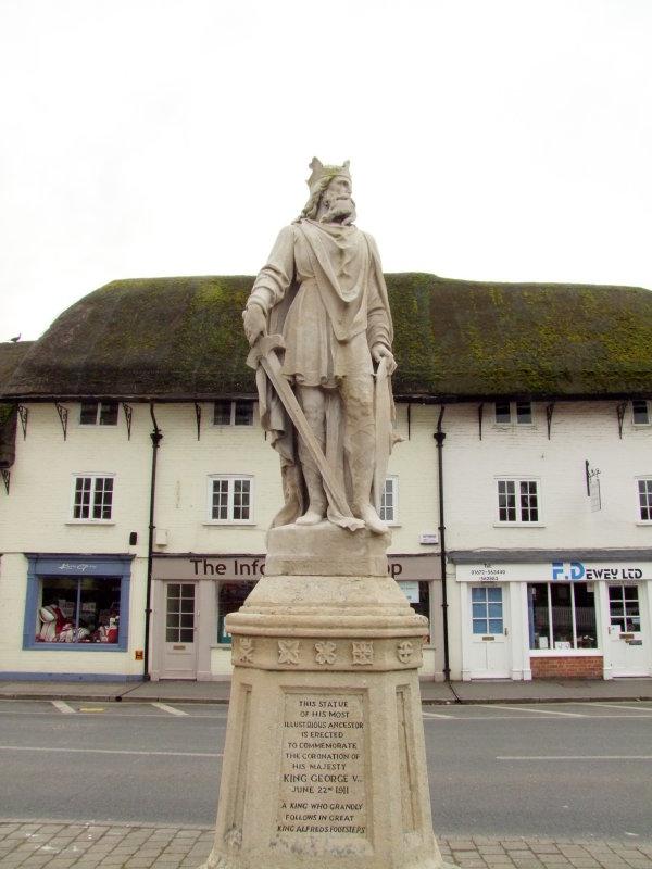 King  Alfreds  Statue  plus  inscription.