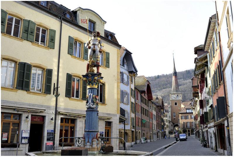 Fontaine du Banneret et la Tour Rouge