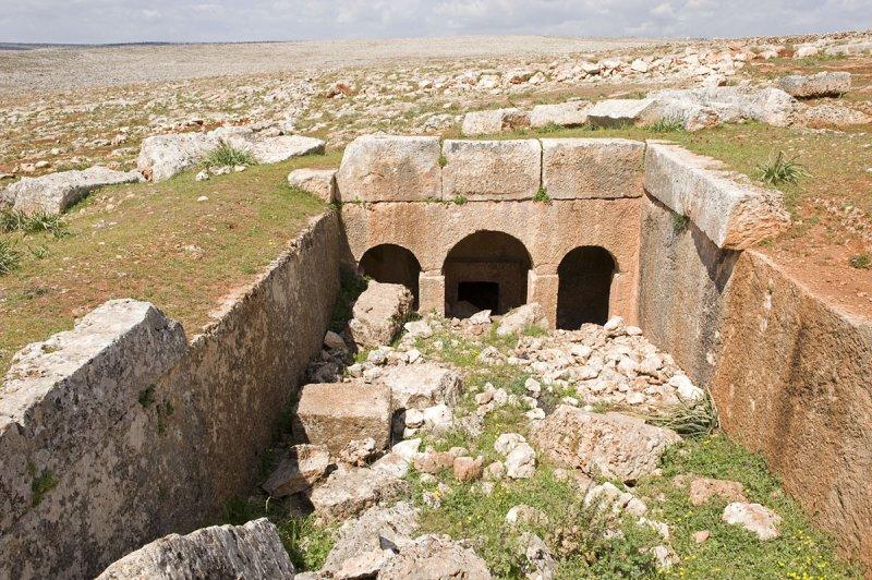 Dead cities from Hama april 2009 8651.jpg