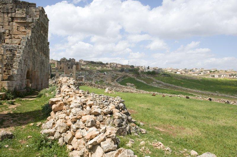 Dead cities from Hama april 2009 8682.jpg