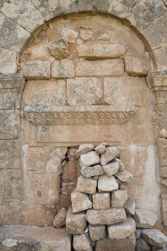 Dead cities from Hama april 2009 8683.jpg