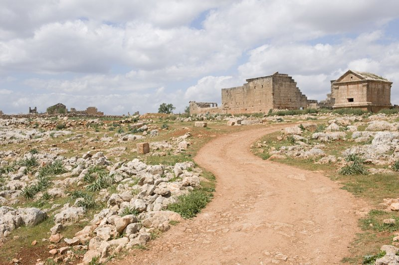 Dead cities from Hama april 2009 8692.jpg
