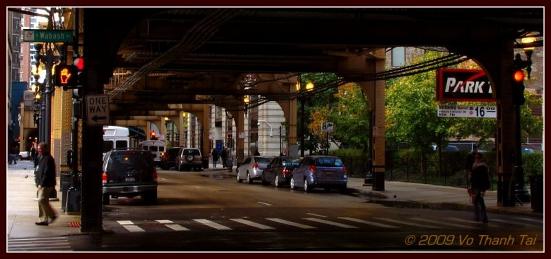 Chicago streets and El train