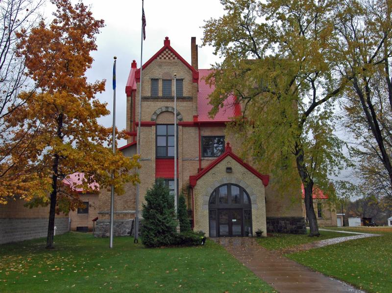 Red Courthouse
