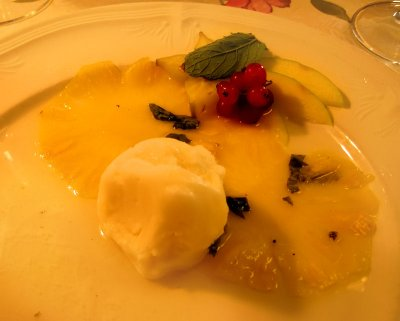 "Voluptuousness of pineapple ""carpaccio""."
