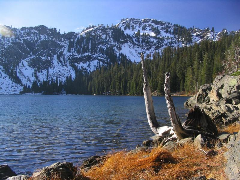 Cliff Lake and the first fall snows