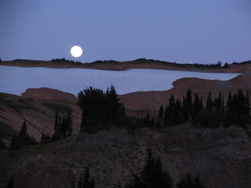 Moonset in the Goat Rocks near Pk6768
