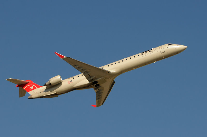 Northwest Airlink Canadair CL-600 ( N908XJ )