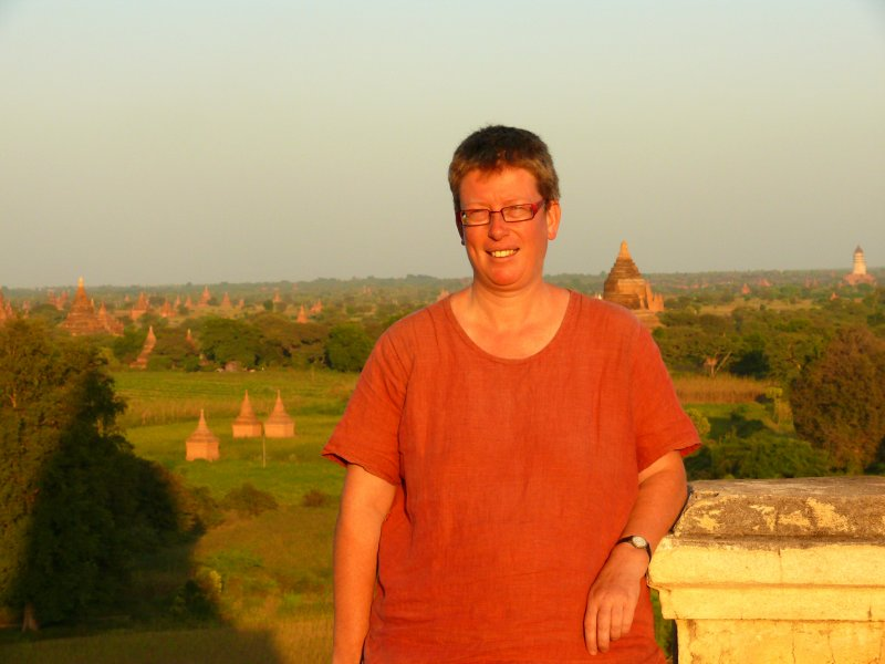 Monique in Bagan 2008.jpg