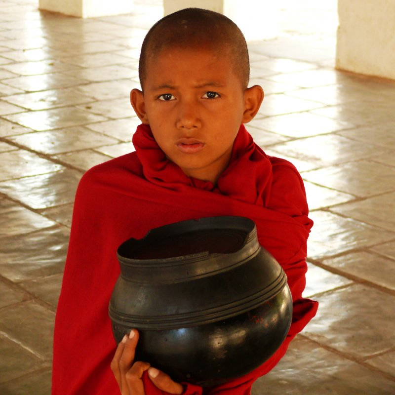 Novice with alms bowl Shwezigon.jpg