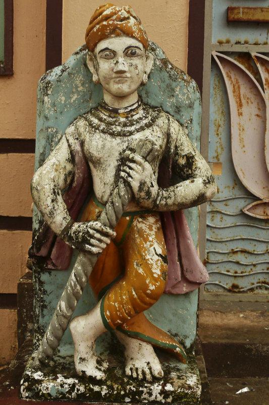 Statue Jain temple Cochin.jpg