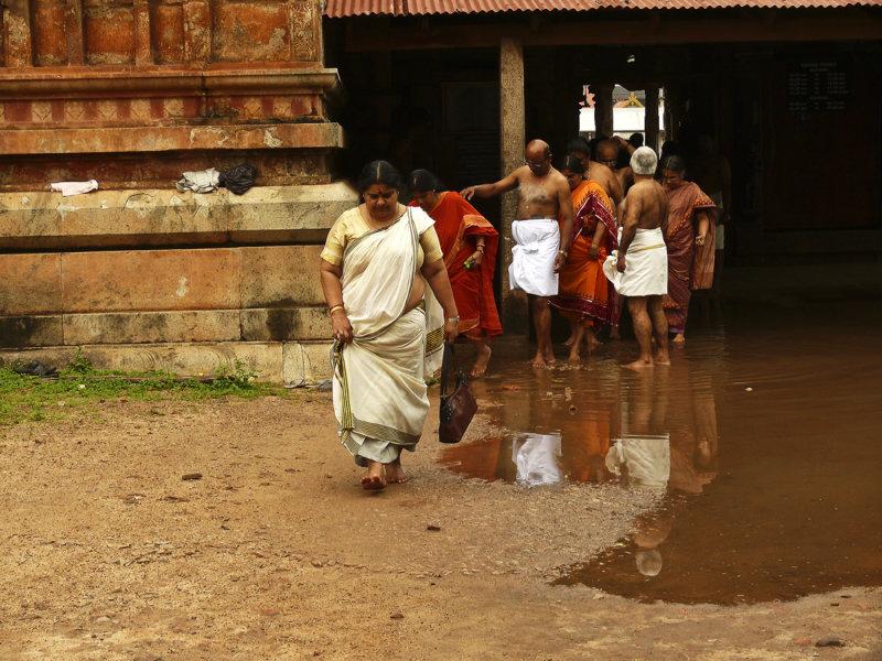 A group of pilgrims in Trivandrum.jpg