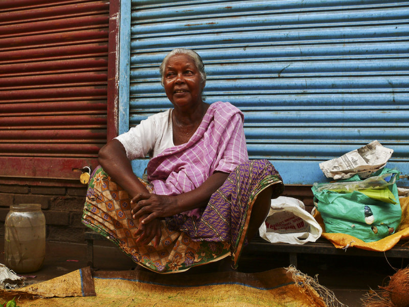 Woman at market Trivandrum.jpg