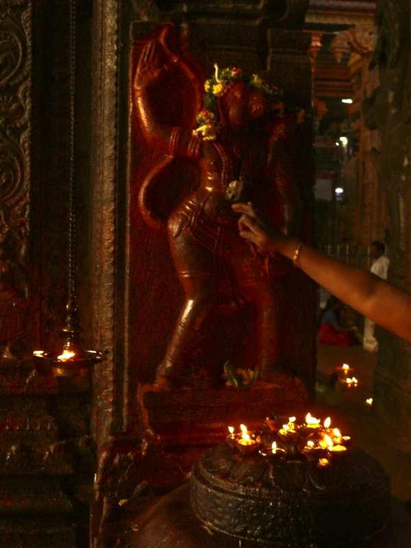 Offering to her god Madurai.jpg
