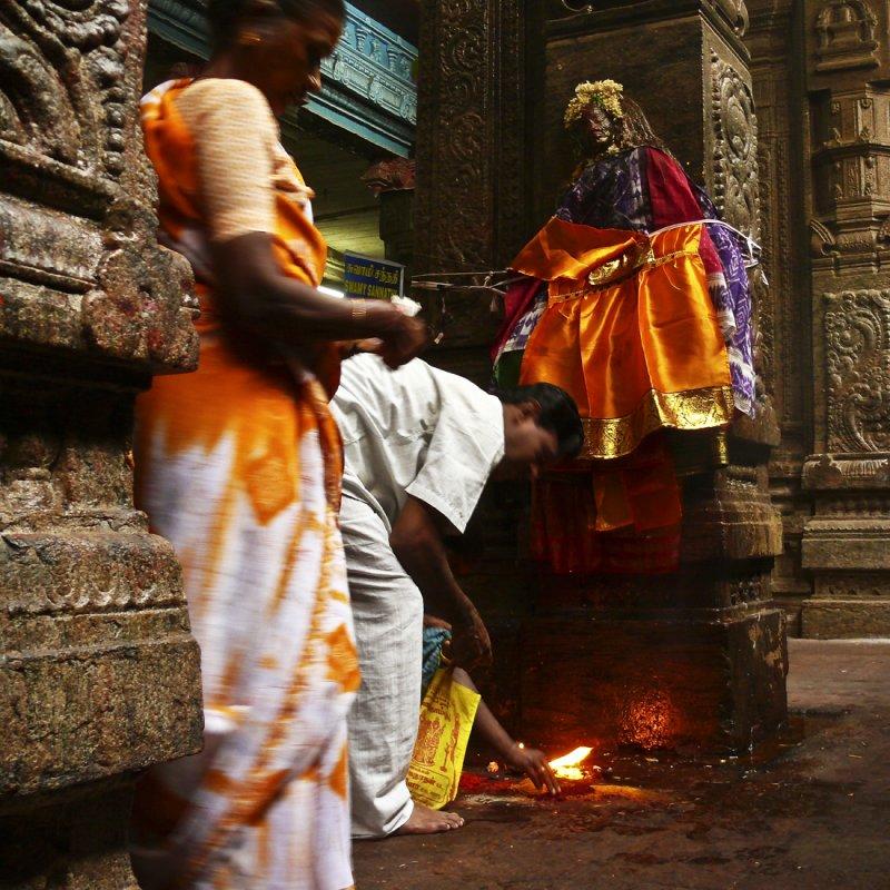 Making an offering Madurai.jpg