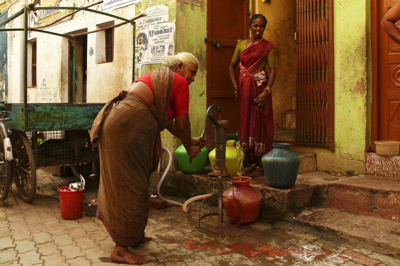 Communal water pump Madurai.jpg