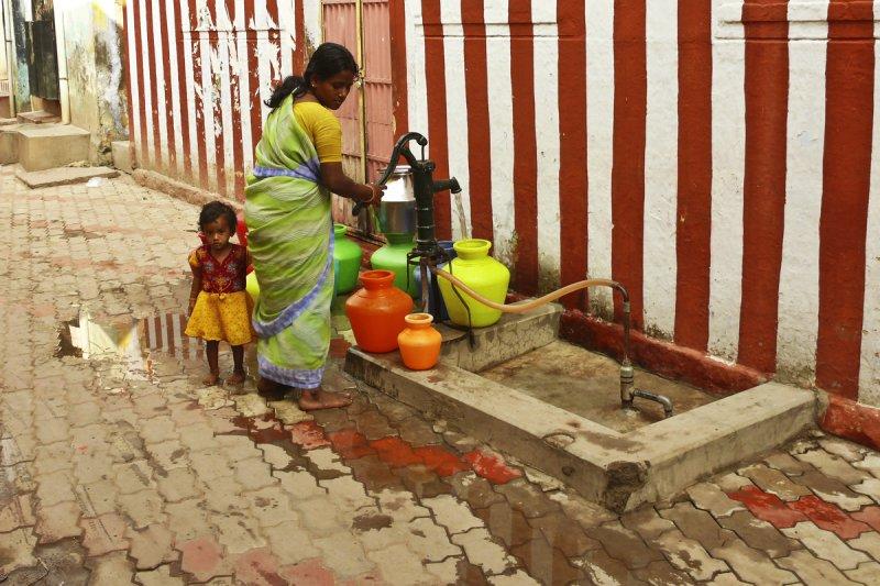 Pumping water Madurai.jpg
