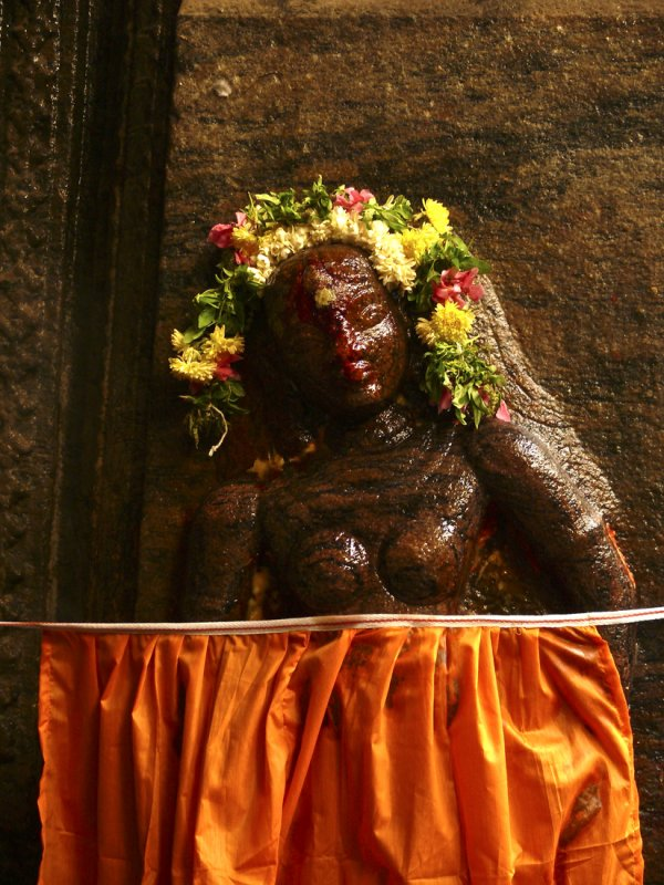 Statue with orange dress Madurai.jpg